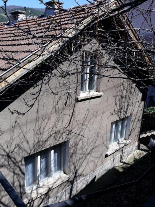 Продавам къща в град Своге