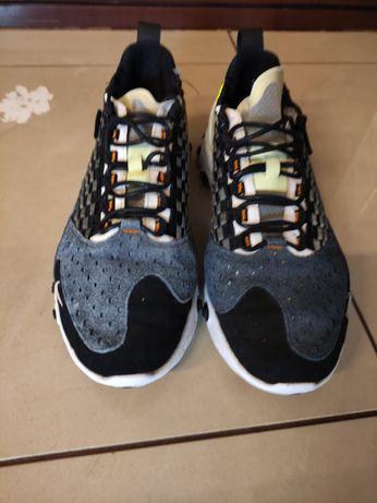 Vând Nike React Sertu black volt