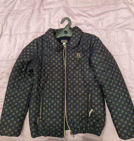 Темно синяя куртка Fendi, белая куртка Zara