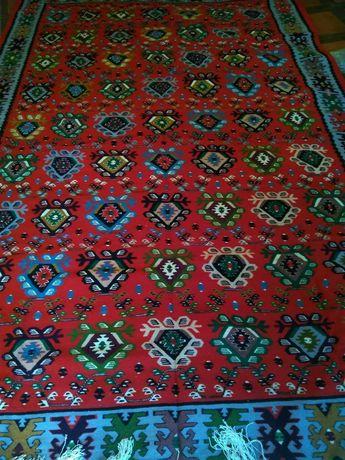 Продавам огромен антикварен Чипровски килим 1939 година