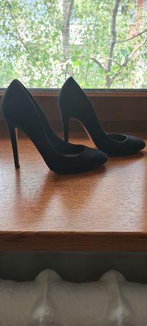 Женская обувь. Размер 37.