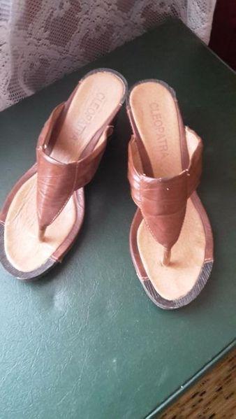 Дамски чехли на платформа гр. Панагюрище - image 1