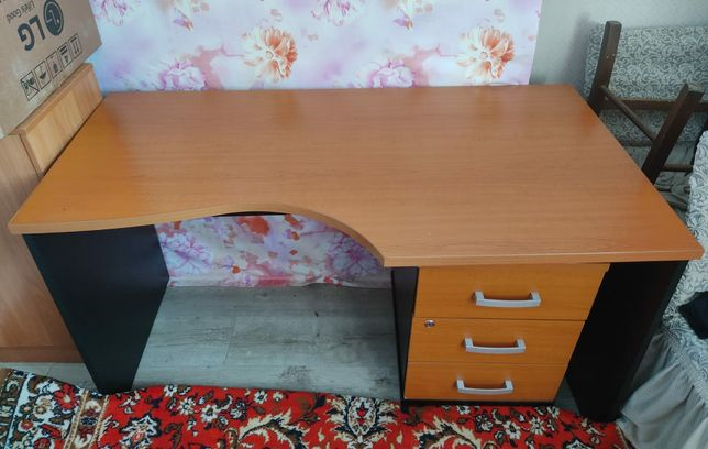 Продам стол с тумбочкой- 15000, шкаф 20000, стул 5000