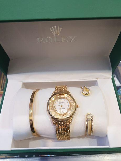 Часы женские в красивом наборе