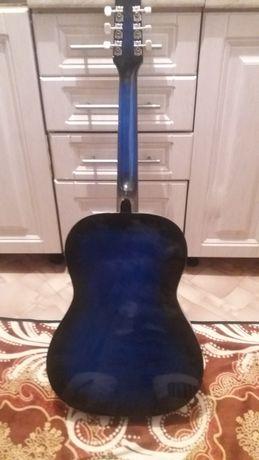 Продам гитару в отличном состояние
