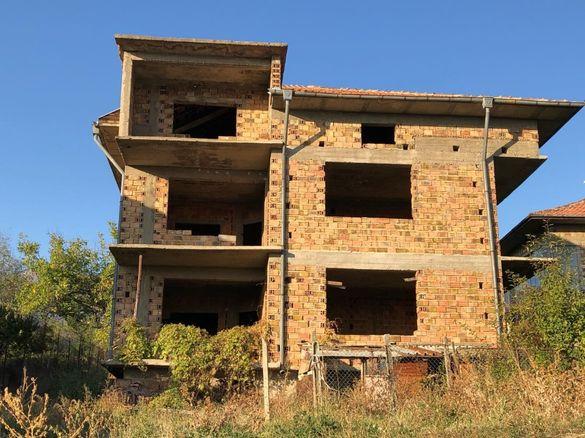 КЪЩА С ДВОР 600 кв.м., груб строеж, село Анево