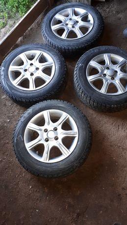 Продам зимние комплектные колеса на Ваз, диски-литые. Проездили 1 зиму