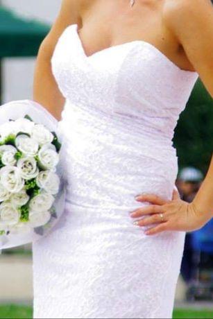 Дантелена булчинска рокля.