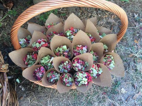 Vand confeti biodegradabile din petale flori pentru nunti, evenimente
