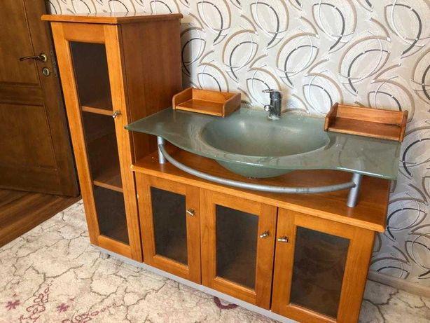 Раковина со шкафом и зеркалом в ванную. Гарнитур для ванной комнаты.