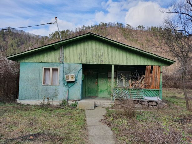 Teren + casa de vanzare Brezoi(schimb cu apartament in Rm.Valcea) !