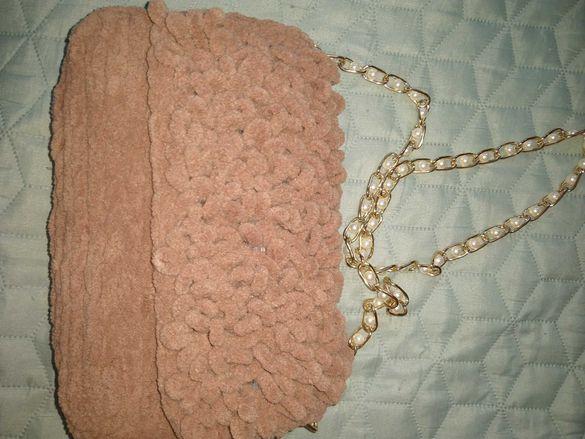 Ръчно плетена чанта.