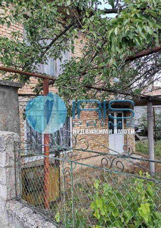 Двуетажна къща, с.Хитрино