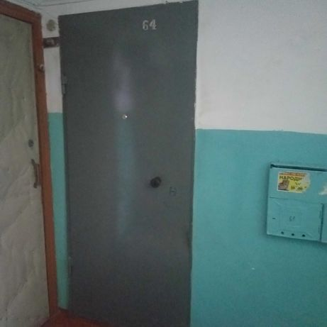Продам входную железную дверь
