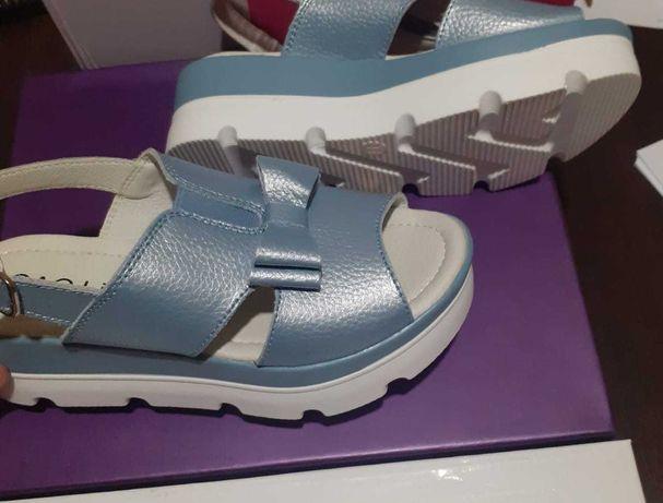 Обувь 36-ого размера: ботильоны, босоножки и кроссовки