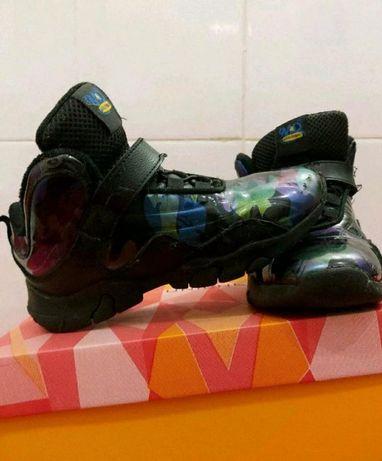 Продам кроссовки для мальчика 34 размер