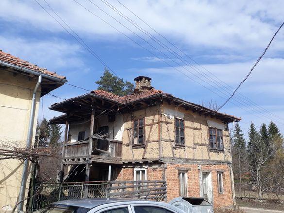 Къща с дворно място в с.Микре