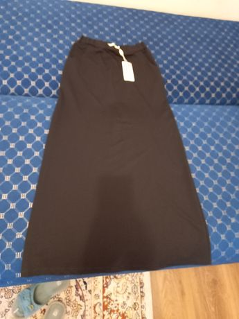 Базовая черная юбка