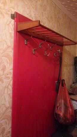 Вешалка для одежды и обуви, зеркало