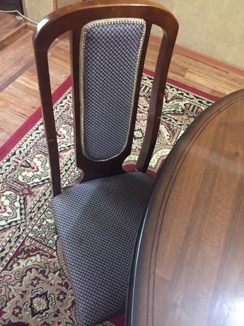 Тез арада стол, стулья сатылады.