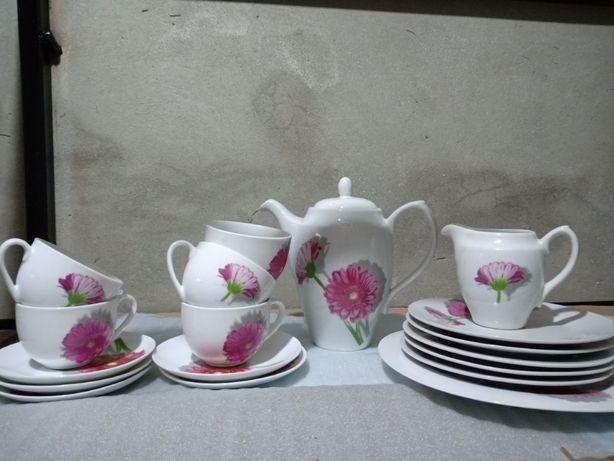 Нежно- розовый столовый сервиз