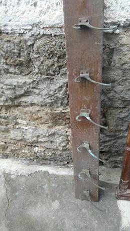 Стара закачалка, материал орех
