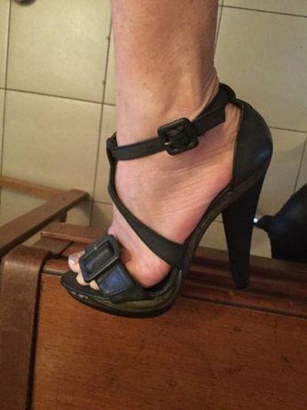 Дамски кожени сандали