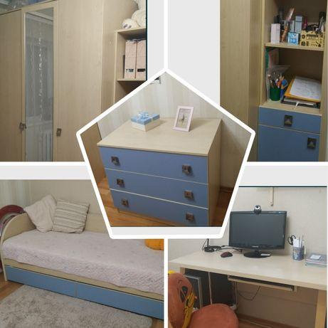СРОЧНО!!!Детская мебель ( 5 предметов) в отличном состоянии