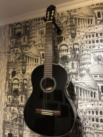 Классическая гитара Yamaha c 40 black с уплотненным чехлом.