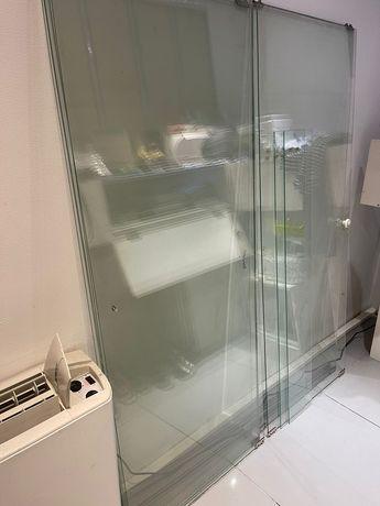 Продам стеклянные двери для раздвижных шкафчика