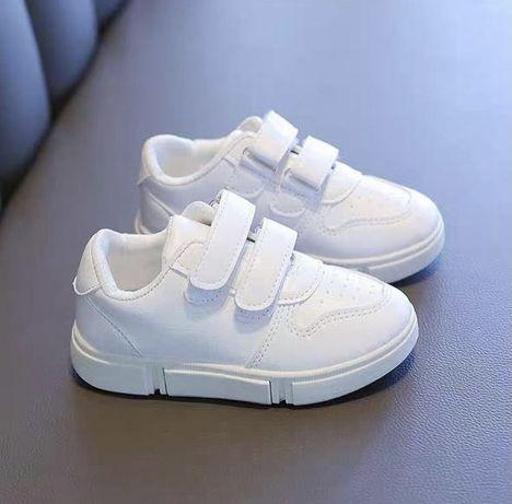 Продам кроссовки 34 размера маломерят
