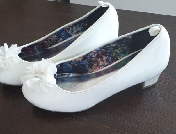Туфли лак белые  .очень красивые
