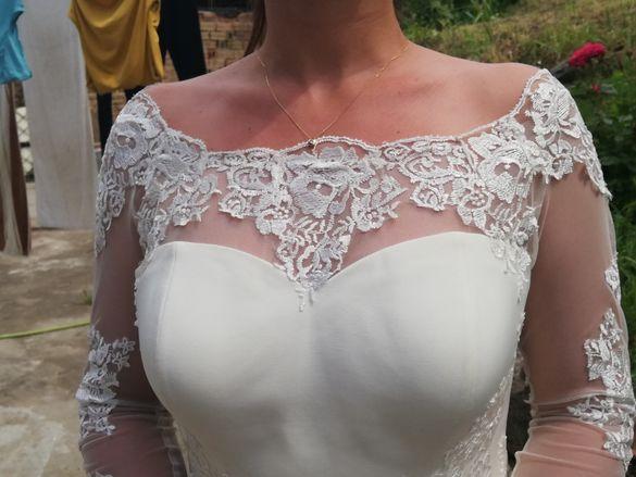 Официална къса  рокля с ефектна дантела