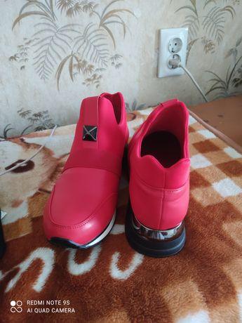 Продам кросовки женские