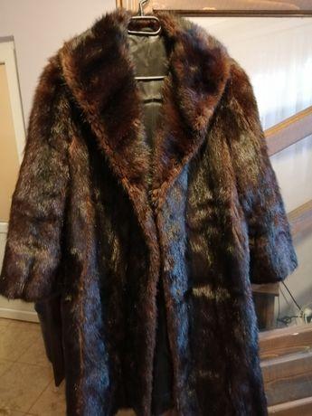 Vând haine din blană naturală