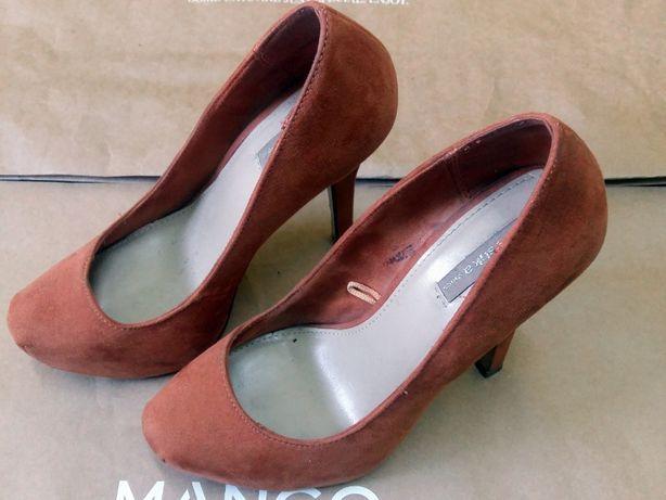 """Pantofi de dama cu toc. Marimea 37 Brand: """"Bershka"""""""