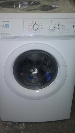 Продавам пералня Electrolux