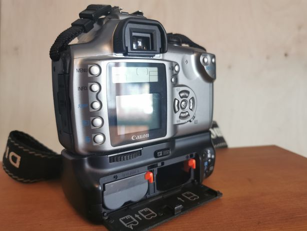 Camera foto Canon EOS 300D cu grip