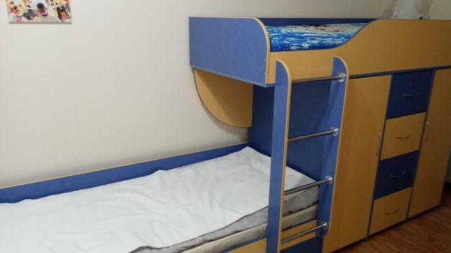 Детский кроват двух этажный со шкафом в идеальным состояни