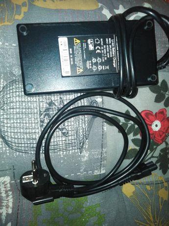 Vând încărcător compatibil cu trotineta electrica