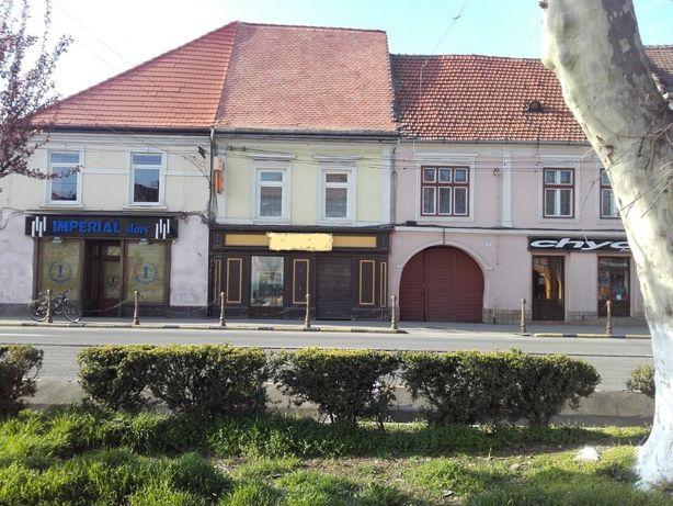Vand casa in centru orasului Sebes