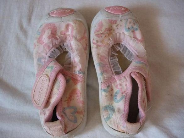 Лот сандали и гуменки за момиче
