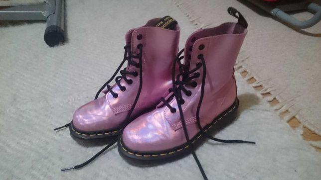 Ghete pentru fete culoare roz dr Martens numar 35