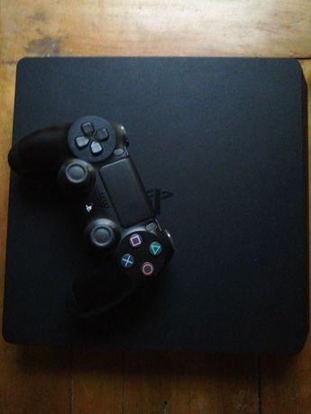 Vând PS4 Slim 1TB cu 4 jocuri