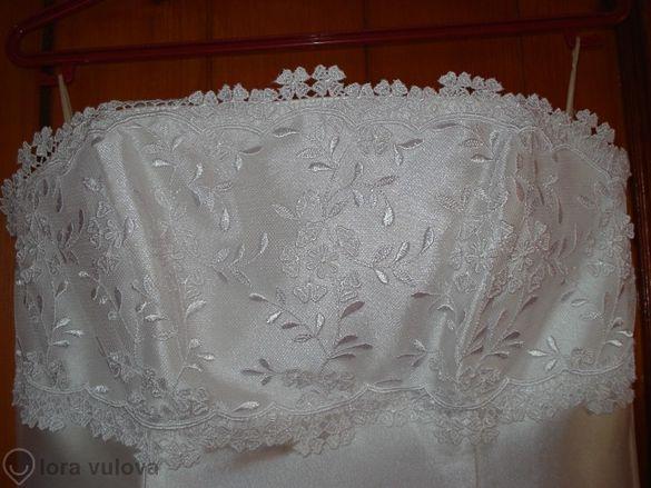 250Продавам луксозна булчинска рокля бял сатен