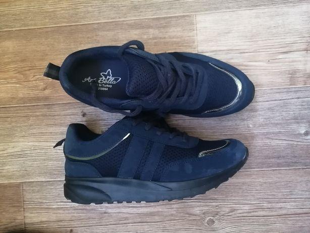 Женские кроссовки и зимние ботинки