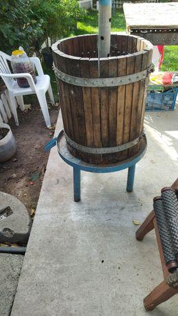 Presa și zdrobitor de făcut vin