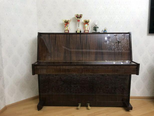 Пианино Lirika в отличном состоянии