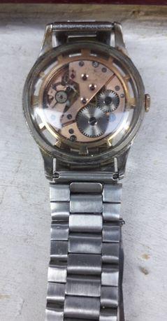 Vand ceas singular in tara aur si otel