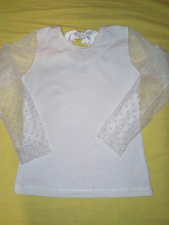 Много нежна бяла блузка
